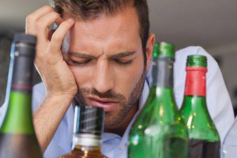 После отравления алкогольных напитков, обязательно нужен врач, для осмотра.