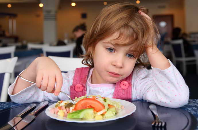 Возможен отказ ребенка от еды, т.к. во рту появляется жжение и дискомфорт при стоматите