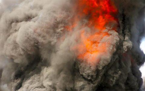 Дым и газы - ядовитые части пожара как ужасного происшествия.