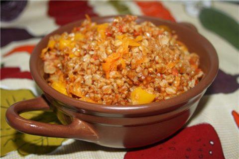 Легкие и питательные блюда, например, овощи и злаки (на фото) – идеальный вариант диетического питания