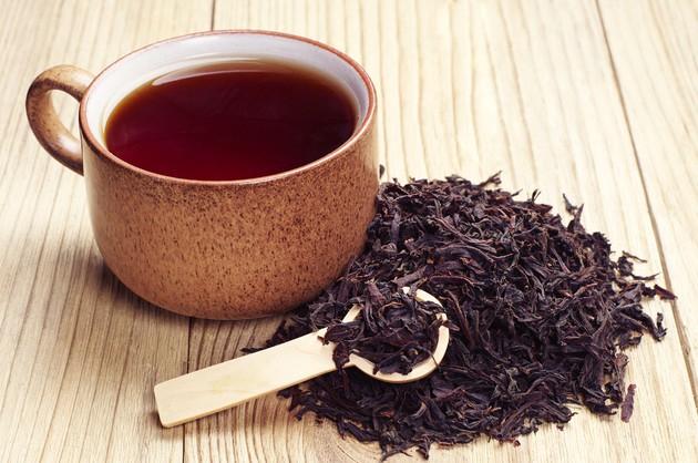 Черный листовой или гранулированный чай популярен и распространен во всем мире