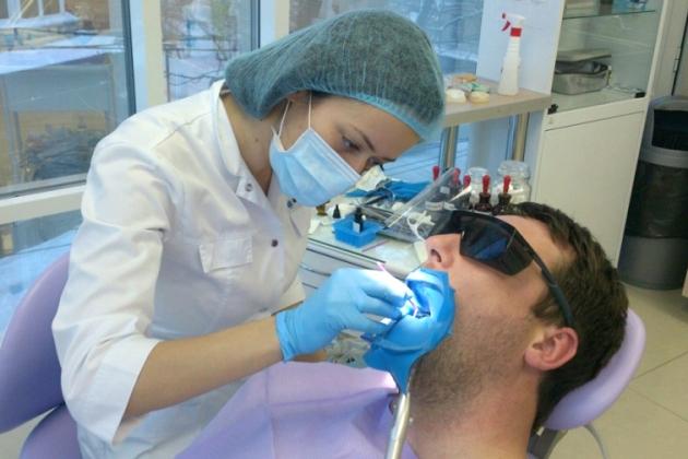 лечение клиновидного дефекта зубов у стоматолога