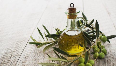 Оливковое масло на фото – идеальное средство для очищения и укрепления организма.