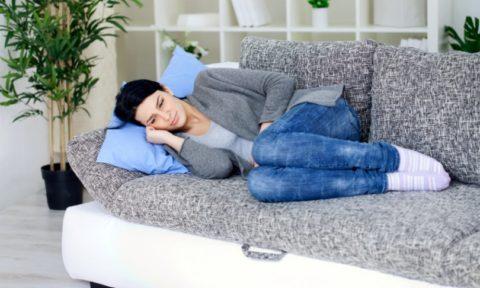 Сонливость, апатия, плохое самочувствие, слабость – первичные симптомы аденомы щитовидной железы.