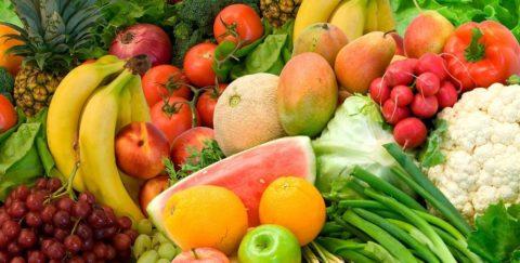 Устранить токсикоз и насытить организм важными микроэлементами помогут свежие овощи и фрукты.