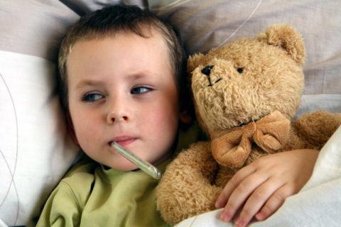 Высокая температура у ребенка при отравлении – частое явление.