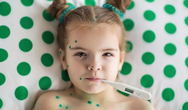 Ребенок в зеленке