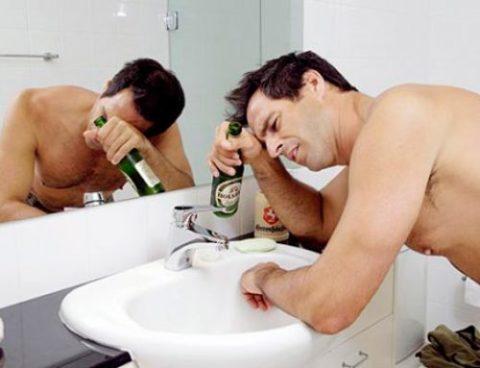 Средняя степень опьянения проходит с осложненной симптоматической картиной, но не несет опасность для жизни.
