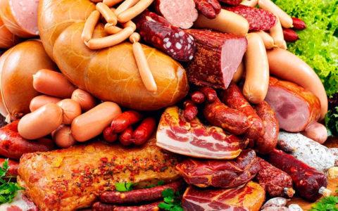 Стоит воздержаться и от колбасных изделий, копченостей, ветчины и прочих вкусностей