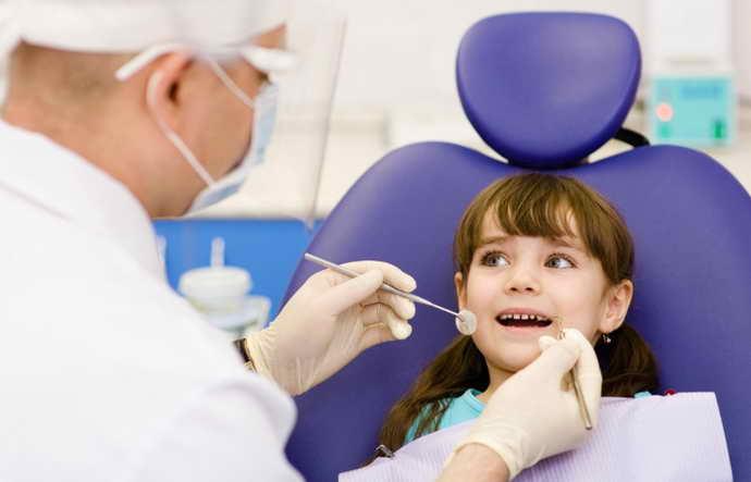 Осложнения зубных болезней у детей и появление гнилостного запаха