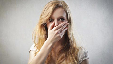 Тошнота при раннем токсикозе обычно беспокоит по утрам.