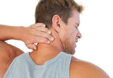 у мужчины болит шея