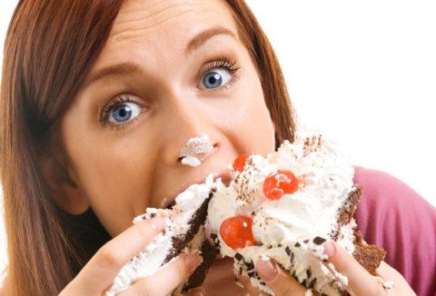 Нездоровое питание и переедание – главные причины появления токсикоза