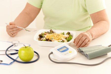 Показания к применению крапивы, клиническая эффективность при сахарном диабете, состав, противопоказания, механизм действия и побочные эффекты