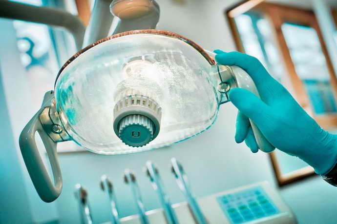 Терапия почерневшего зуба под пломбой