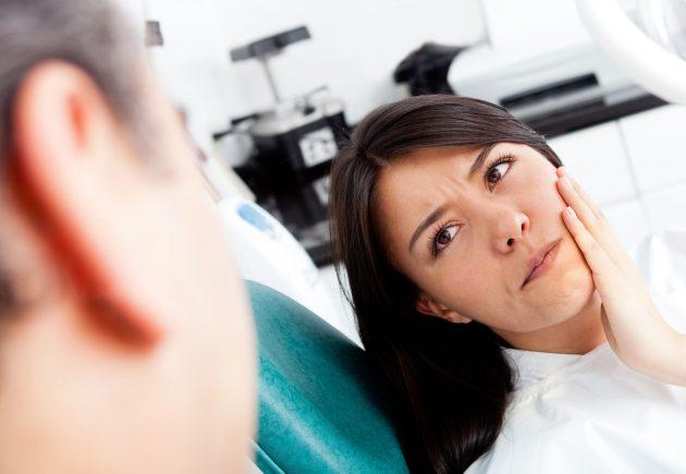 При появлении признаков альвеолита лунки нужно обратиться к врачу