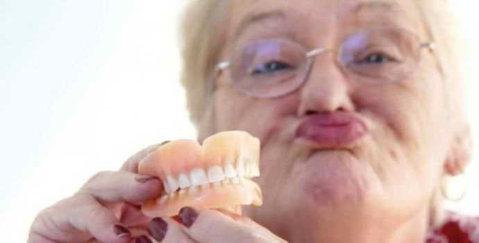 Зубные протезы на присосках: виды, свойства, материалы