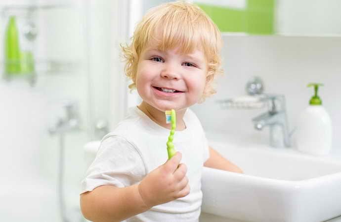 Недостаточная гигиена и стоматит на языке у ребенка