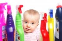 Средства бытовой химии необходимо держать как можно дальше от детей