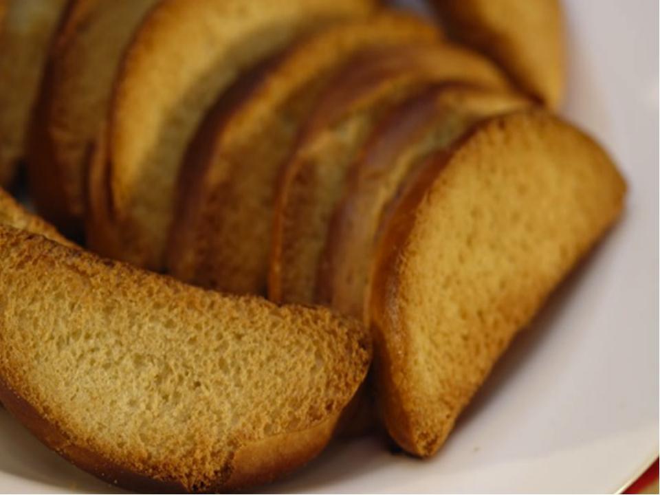 Сухари из белого хлеба — один из диетических продуктов для больного гастроэнтеритом