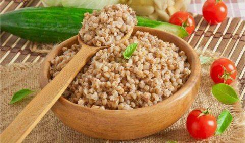 Гречневая каша –простое блюдо, которое отлично насыщает и позволяет очистить желудочно–кишечный тракт.