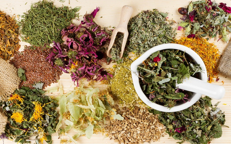 Для эффективной и безопасной организма можно также применять травяные настои.