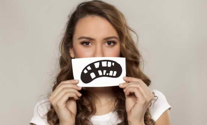 отламывание зуба как причина стоматита