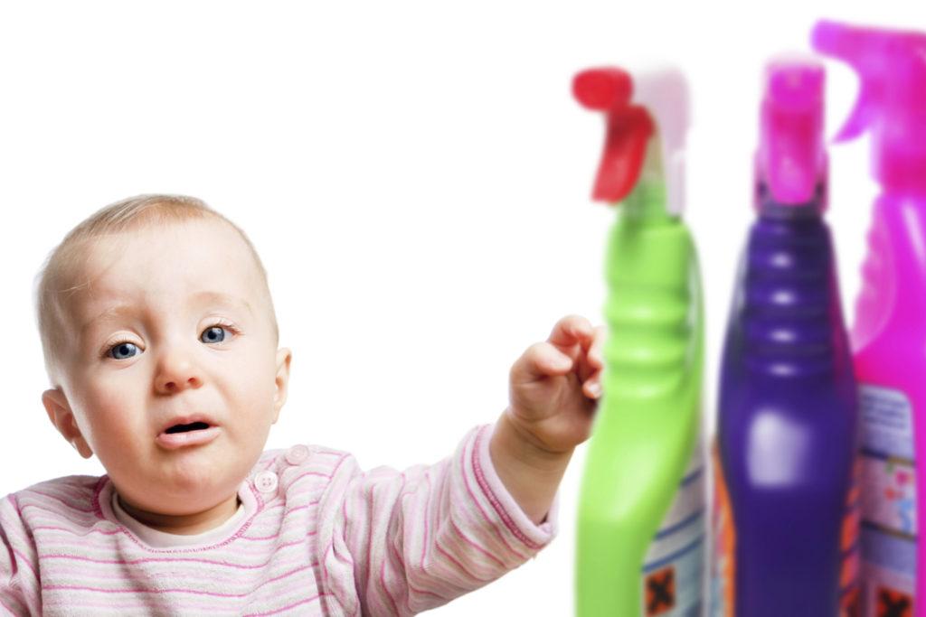 Чаще всего с бытовыми интоксикациями в больницу поступают дети.
