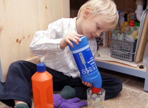 Все, что находится в пределах досягаемости ребенка, должно быть безопасным