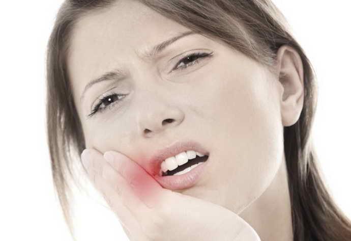 Болезненные ощущения при приеме пищи при стоматите