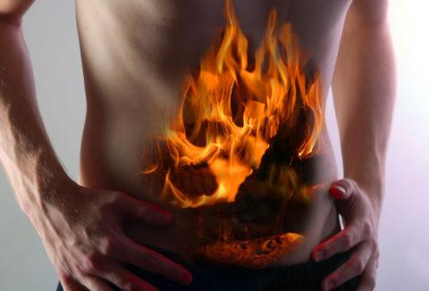 Боль в области пищевода и желудка – постоянный симптом химического ожога