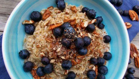Овсяная каша на завтрак – поможет мягко очистить и восстановить печень.