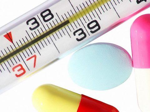Снижать температуру при пищевом отравлении рекомендуется только в особых ситуациях.