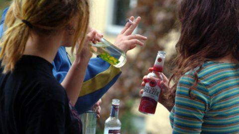 Нередко алкогольное отравление диагностируется у подростков