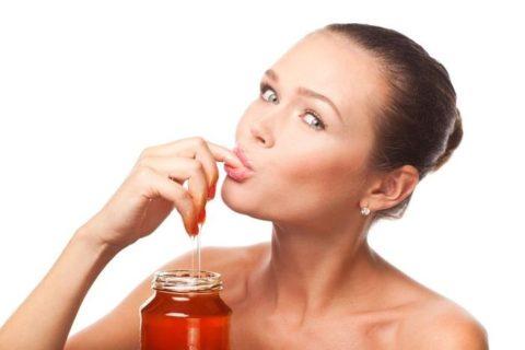 Несмотря на пользу, врачи советуют не увлекаться сладким медом