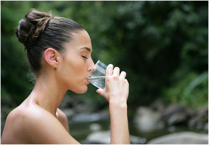 Для нейтрализации токсичных веществ и устранения последствий отравления пейте больше жидкости.
