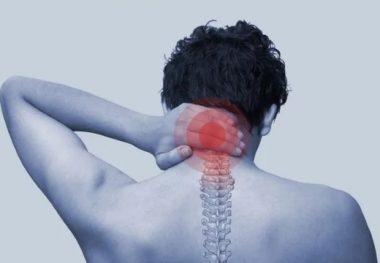 мужчине болит шея