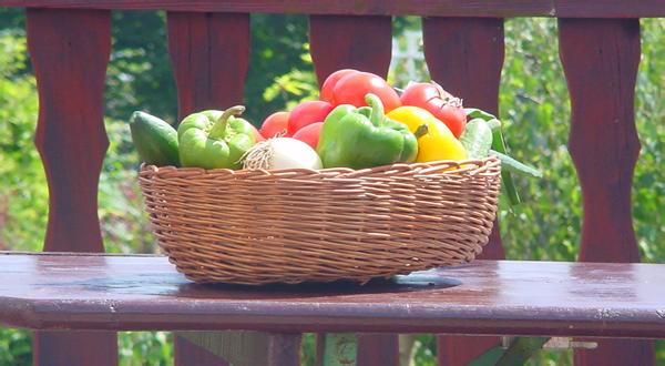 Овощи в корзине