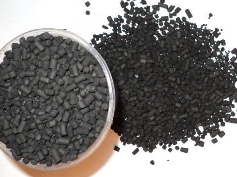 При отравлении кефиром рекомендуется выпить активированный уголь