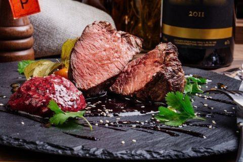 Убедитесь в высоком качестве мяса перед тем, как готовить стек с кровью