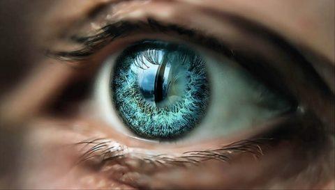 Резкое нарушение зрения тоже может быть симптомом
