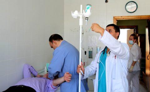 Основная часть лечения – это капельная терапия с использованием соответствующих препаратов