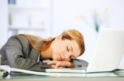 Сонливость и усталость – типичные симптомы патологии