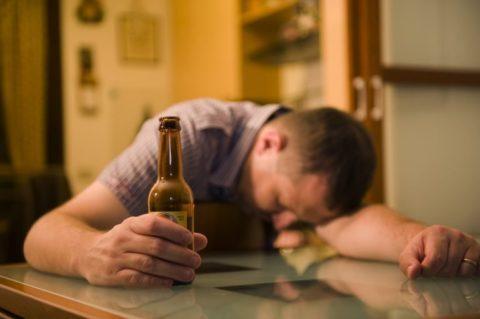При токсическом поражении мозга период возбуждения сменяется резкой заторможенностью и угнетением сознания