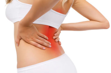 болит спина у женщины