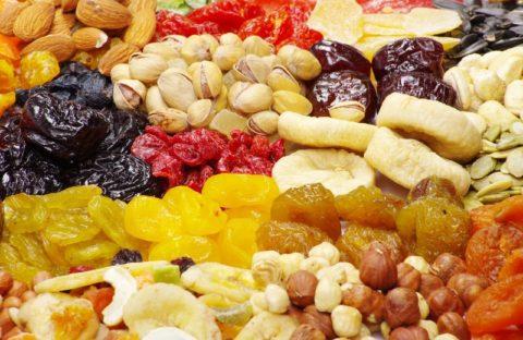 Отруби и сухофрукты – вкусное сочетание для чистоты и здоровья органов пищеварительного тракта.