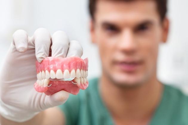 гарантия на бесплатное протезирование зубов