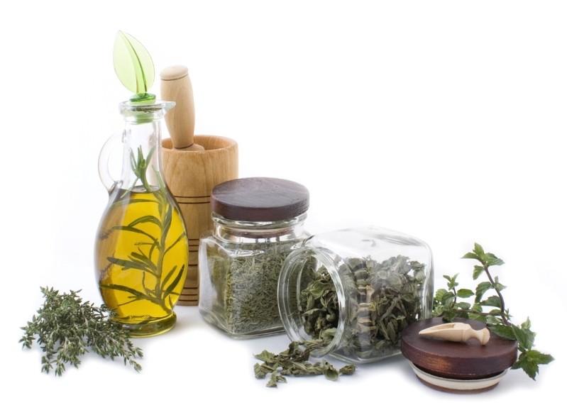 Наиболее популярным лекарством являются настои и отвары трав.