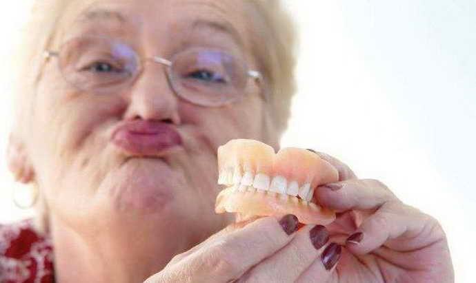 Самостоятельная починка зубных протезов