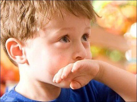 Не следует вызывать рвоту у ребенка, возраст которых составляет менее двух лет.